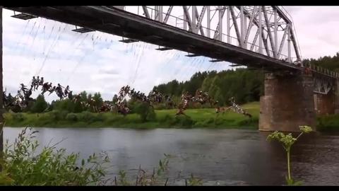 135 personnes réalisent un saut à l'élastique en même temps
