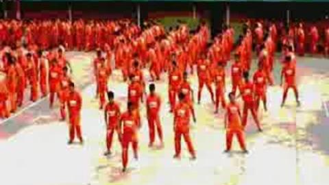 1500 Prisonniers dansent sur Thriller de Mickael Jackson