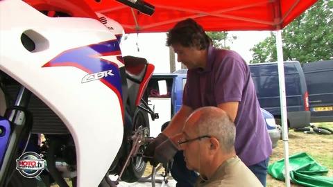 23 heures 60 en Honda 125 CBR ( contenu officiel moto journal )