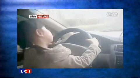 A 4 ans, elle conduit une voiture toute seule