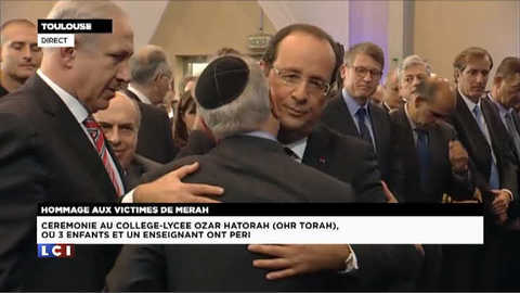 L'accolade entre François Hollande et Yaacov Monsonego