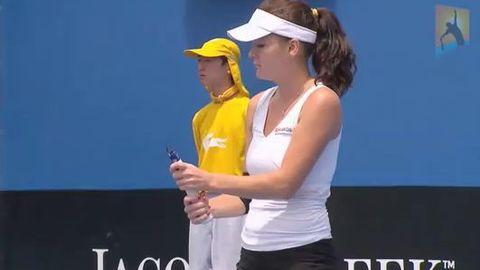Agnieszka radwanska casse sa raquette
