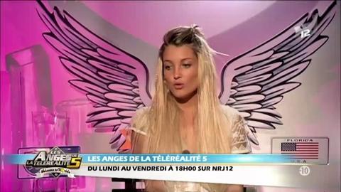 Les Anges 5 : le shooting sexy d'Aurélie topless en vidéo