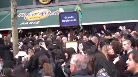 Les Anges de la télé-réalié:Emeute au Hard Rock Café à Paris