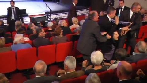 Un anti-corrida perturbe le meeting UMP à Troyes