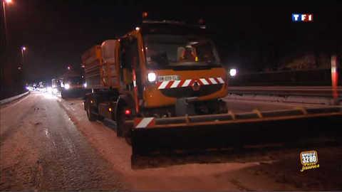 Bloqués par la neige, ils ont passé la nuit sur l'A25