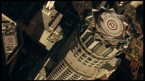 La BMW Série 1 M Coupé se défoule sur un toit d'immeuble !
