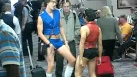 Bruno : le Borat gay en action !