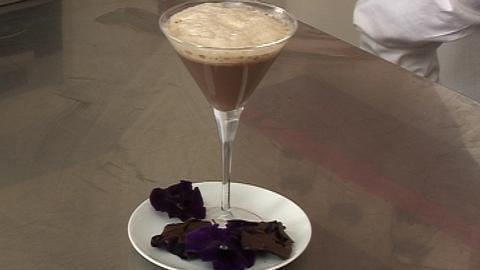 Capuccino au chocolat et nuage d'orchidées