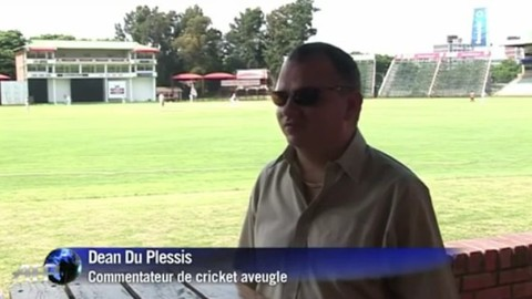 Ce commentateur de cricket est aveugle