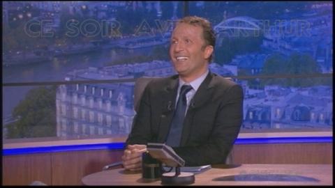 Ce soir avec Arthur 05/11/10 - Claudia embrasse Alain Delon