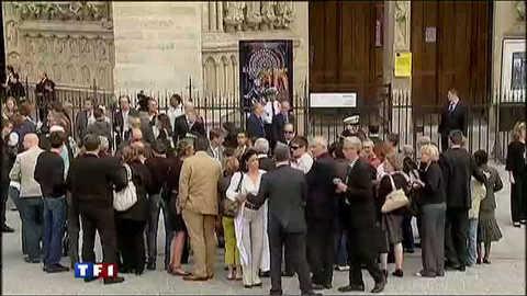 Cérémonie à Notre-Dame en hommage aux victimes du crash