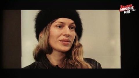 La chanteuse Lola en interview (2012)