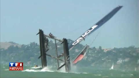 Chavirage spectaculaire d'un catamaran en baie de San Francisco