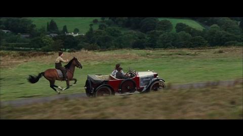 Cheval de Guerre - Extrait - Albert et Joey font la course avec une voiture - VF