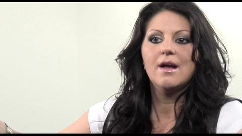 """Cindy Sander : """"Je suis une icône gay"""""""