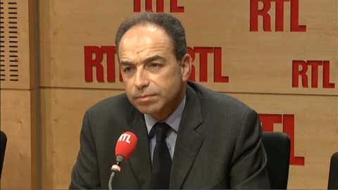 """Copé souhaite que """"la plus belle journée de la vie"""" de Hollande soit celle où il fera régresser le chômage"""