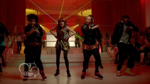 Disney Channel - Bella : TTYLXOX (Clip Extrait)