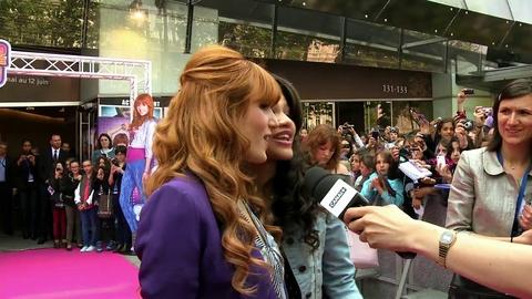 Disney Channel - Featurette Shake It Up: Bella et Zendaya à Paris !