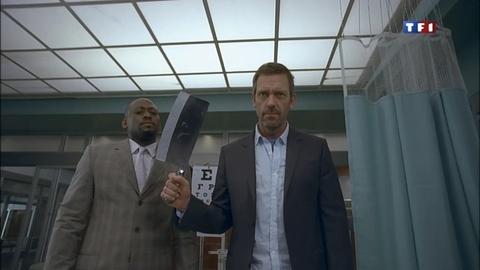 Dr House reprend ses consultations : avec une hâche ?!