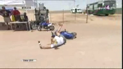 Elodie Gossuin chute en moto sur la Dakar