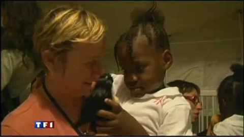 Emotion à Haïti lors des retrouvailles entre parents et enfants adoptés
