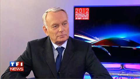 EXCLUSIF TF1 : Ayrault vient rassurer les salariés des constructeurs au Mondial de l'auto