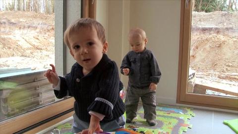 Famille Bulut - La découverte du corps - Carnet de bébé - Baby-boom Pampers