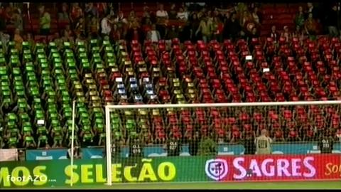 Football: Des supporters utilisent des tablettes pour créer une banderole