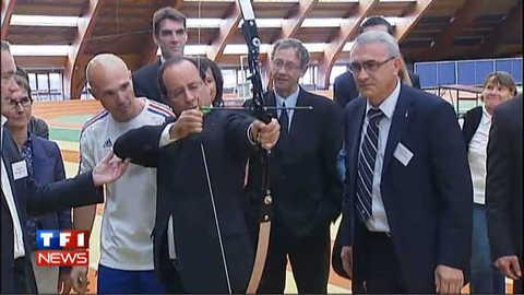 François Hollande champion du tir à l'arc, les images
