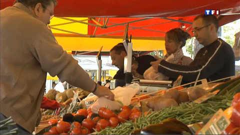 Fruits et légumes d'automne s'installent au marché