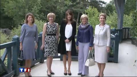 G8 : silhouette arrondie pour Carla Bruni