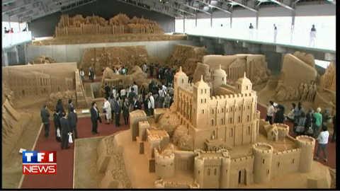Des géants de sable au musée
