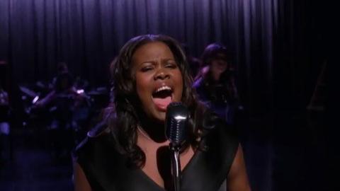 Glee - 3x03 - Asian F - Extrait - Mercedes chante 'Spotlight'