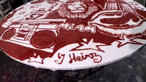 Un graffiti à base de ketchup