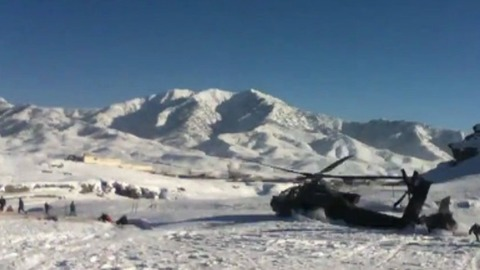 Un hélicoptère se crashe au milieu d'une base militaire