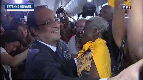 Hollande termine son voyage outre-mer en Guyane