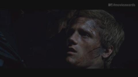 Hunger Games - Extrait du baiser entre Katniss et Peeta (MTV Movie Awards)