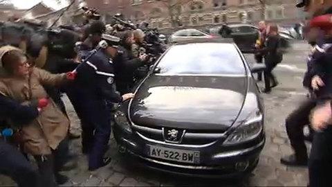 Les images de l'arrivée de DSK à Lille