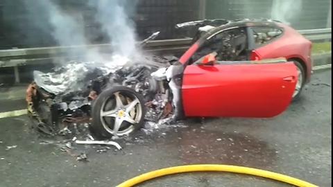 Insolite : Une Ferrari FF en feu en Pologne