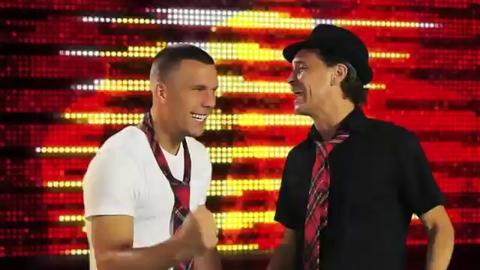 Insolite : Podolski star de la chanson !