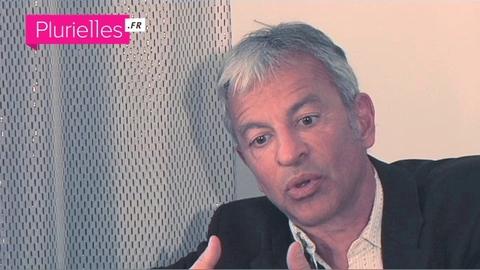 Interview de Serge Héfez pour Plurielles.fr sur l'évolution du rôle des mères