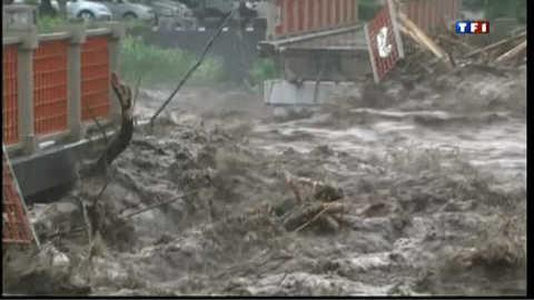 Le Japon frappé par des pluies torrentielles