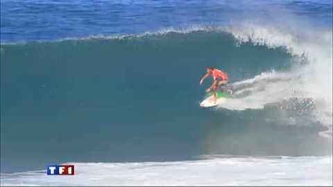 Jérémy Florès surfe sur la crête de la vague