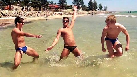JO 2012: Tom Daley dans un clip sexy avec son équipe