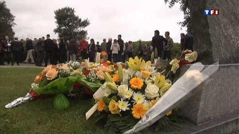 Karachi: les familles rendent hommage aux victimes de l'attentat