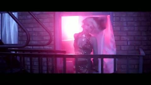 Lady  Gaga dévoile The Edge of Glory