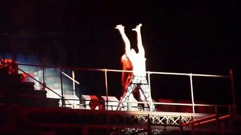 Lady Gaga vomit en plein concert à Barcelone
