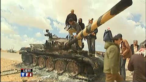 Libye : les pro-Kadhafi se replient mais tiennent bon