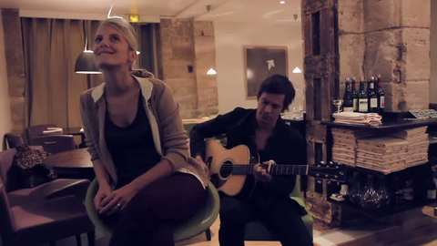 """Live """"Kiss"""" de Mélanie Laurent pour l'album """"En t'attendant"""""""